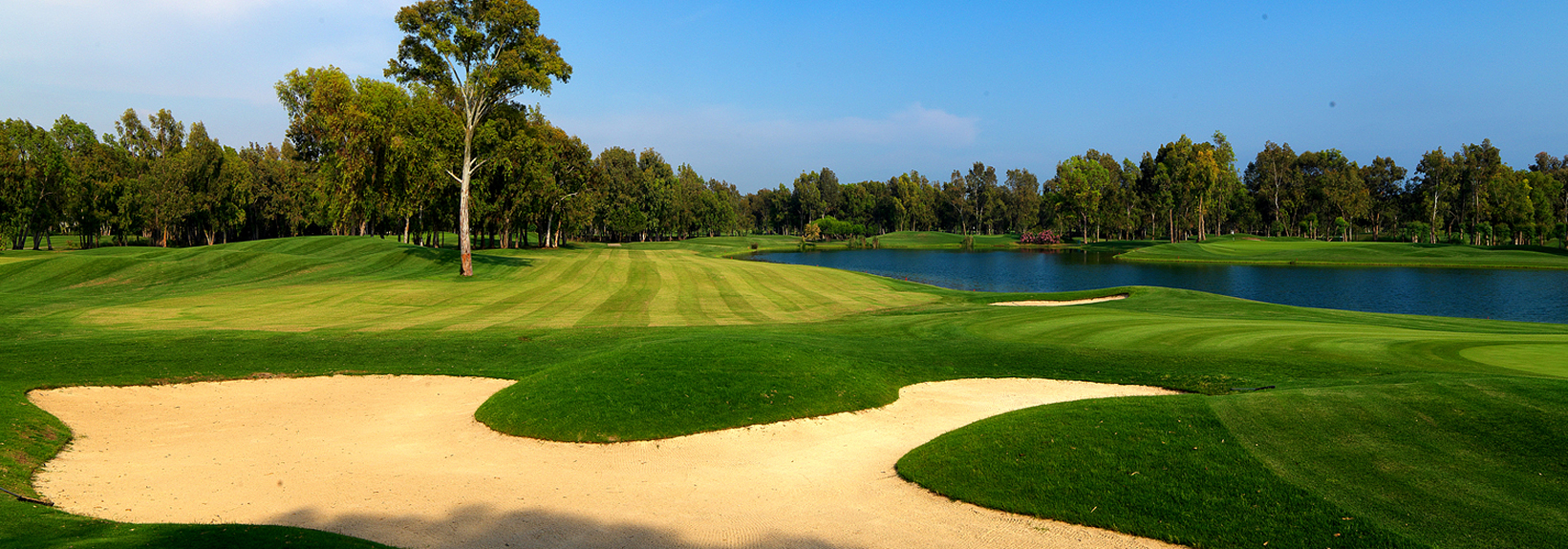 http://viajaegipto.es/wp-content/uploads/2012/09/golf-en-egipto-viajes-a-egipto-kempinski-golf-resort.jpg